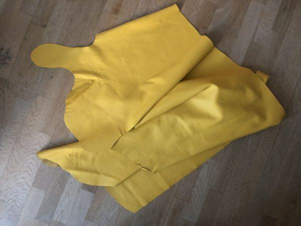 Hochwertige Leder Restposten, gelb, ca. 240x65cm