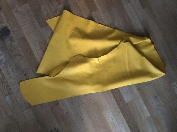 Hochwertige Leder Restposten, gelb, ca. 245x40cm