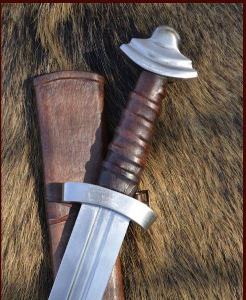 Wikingerschwert mit Scheide